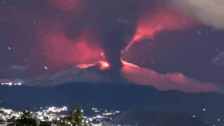 На Сицилии извергается вулкан Этна