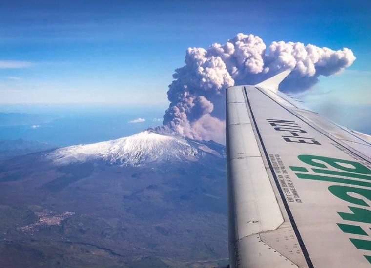 В Италии началось извержение вулкана Этна (фото, видео) - 112 Украина