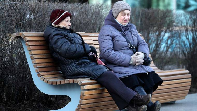 Почему российских пенсионеров практически невозможно удержать в самоизоляции - The Moscow Times in Russian